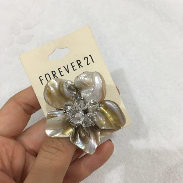 Forever21 - Flower Ring Ivory