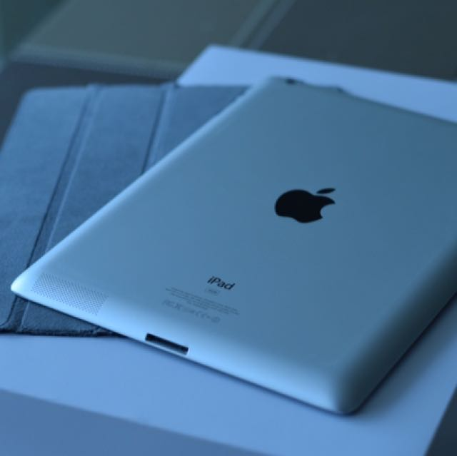 IPAD 3 16GB WIFI RETINA DISPLAY w/smartcover - Excellent condition