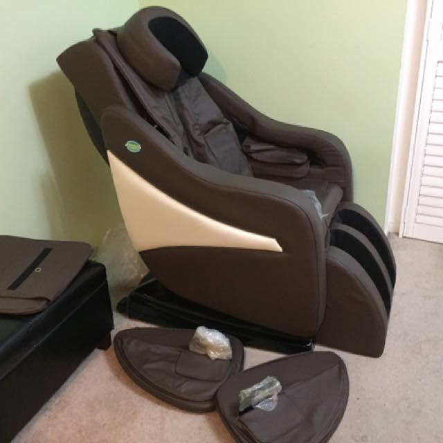 Luxury massaging chair