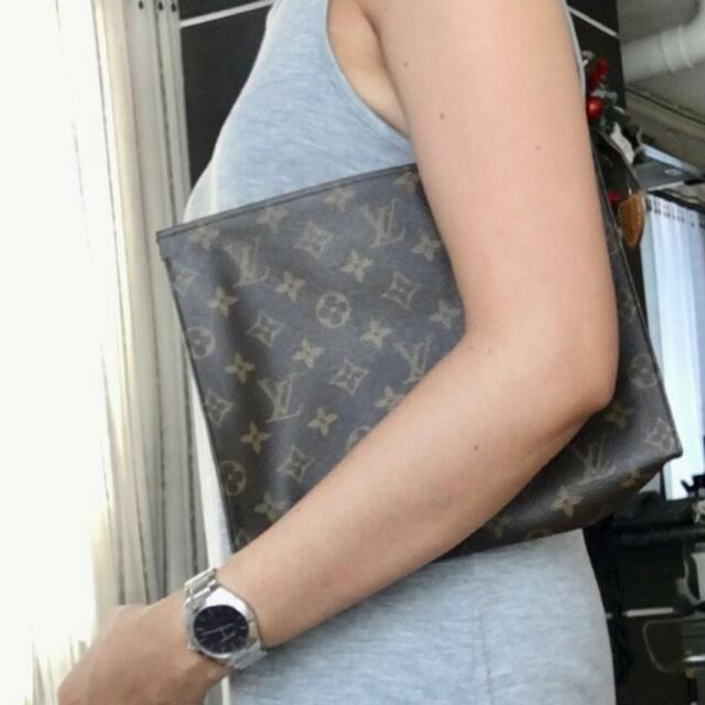 LV Clutch Bag GM ( Authentic )