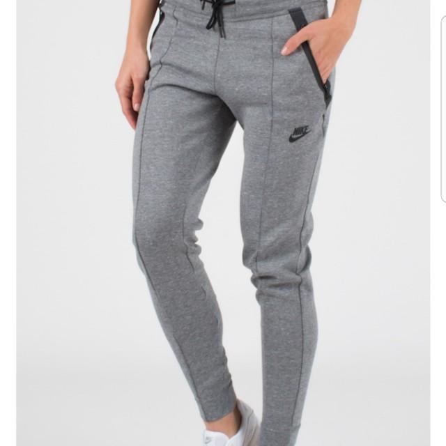 Nike Tech Fleece size S (BLACK)