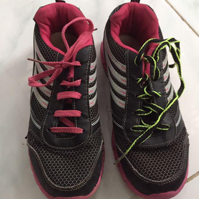 Sepatu Senam
