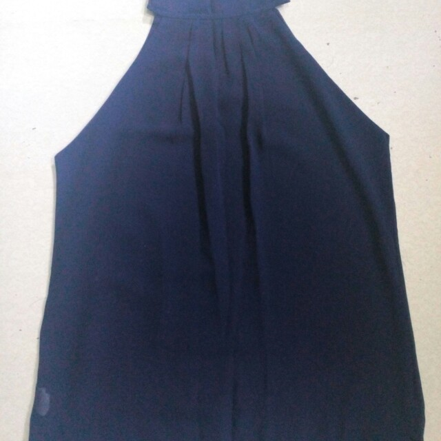 Sleeveless navy blue top