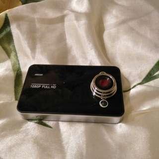 裸裝白牌行車記錄器,自帶兩顆LED輔助光,無附記憶