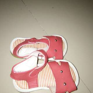 Pitter pat sandal with sounds
