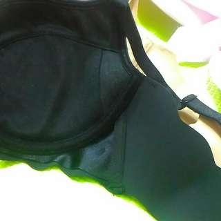 華歌爾內衣兩件黑色跟膚色