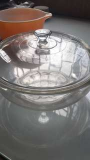 Vintage Pyrex serving bowl with cover