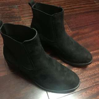 Brand new suede boots