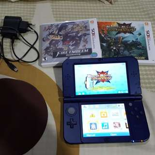 Nintendo New 3DS XL Blue w/ Charger and 2 Games