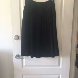 Black high waisted prom skirt. Size AU 12 but would fit size 10 as their is very little give in the waist band. Has pockets also! Midi length.
