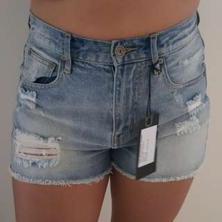 BNWT silent theory distressed ripped short shorts size 10 denim trend mid blue