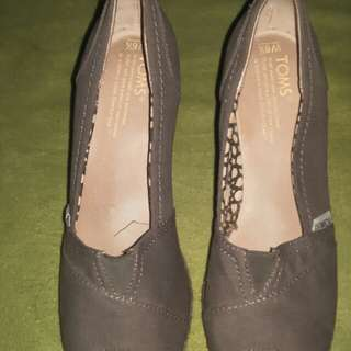 Auth Toms Wedge open toe
