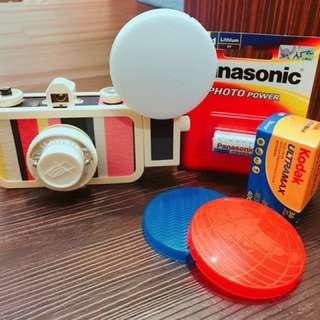 LA SARDINA沙丁魚Lomo相機(含三色閃光蓋、底片一捲、電池一個)