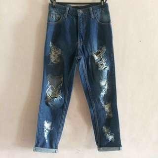 📍PRICE DROP📍Ripped Boyfriend Jeans
