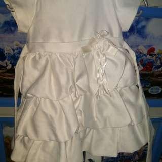 Gaun putih donita