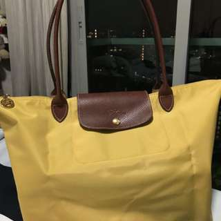 Long handle large longchamp in curry color