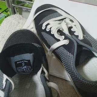 知名品牌 Crocs 全新 輕便 休閒鞋