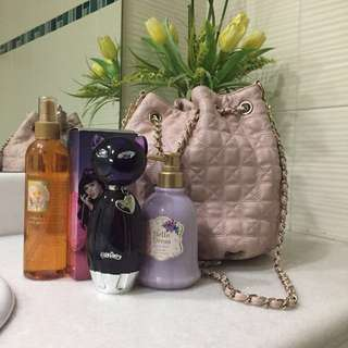 FREE Perfumes, Body Lotion and Bag!