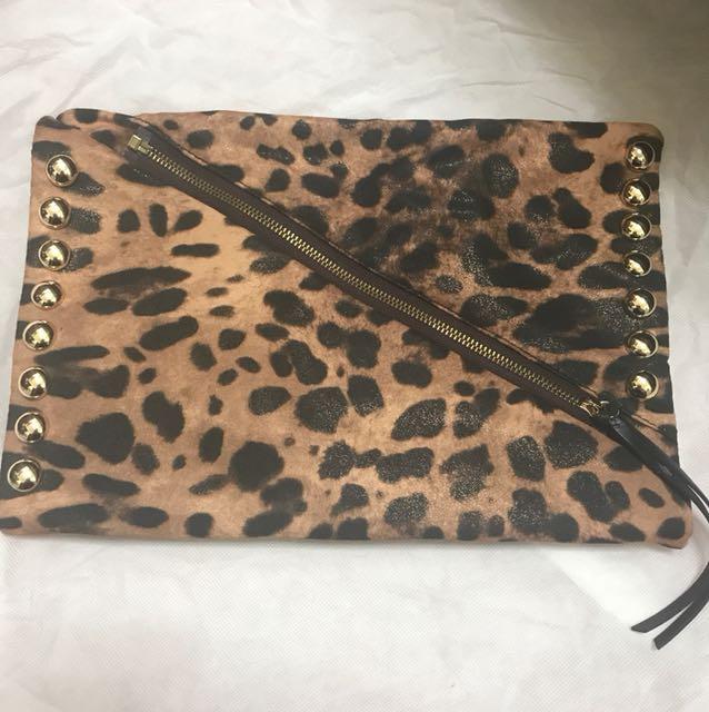 豹紋金屬感手拿包