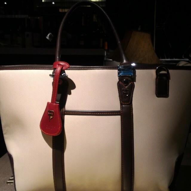 Furbo design 日本經典品牌托特包,百貨公司銷售中,品牌包