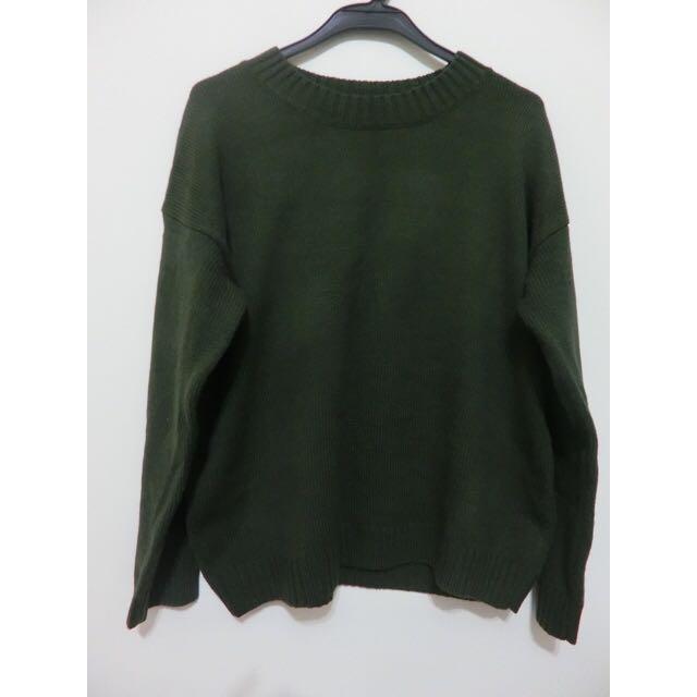 軍綠素面針織毛衣