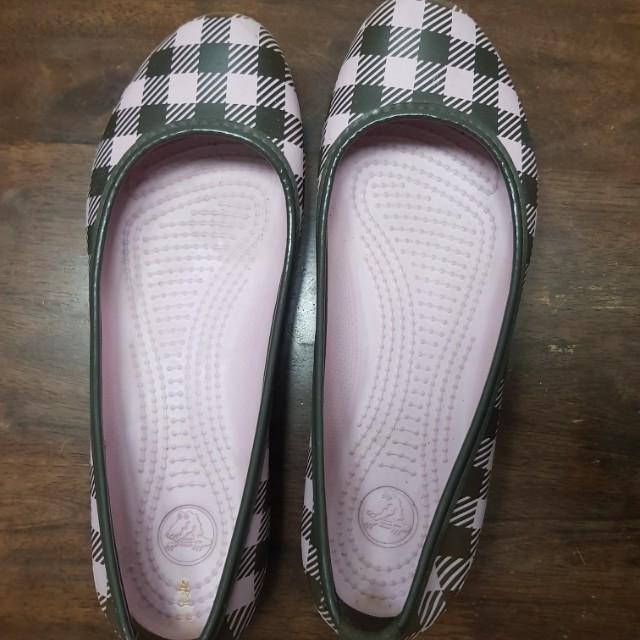 e203f03f1 Authentic Crocs Ladies Shoes in Pink-Brown Plaid Design (Size 8 ...