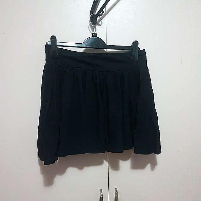 Black mini skirt size large