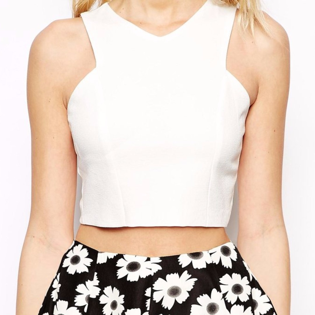 9034e55f42a [BN] White Structured Crop Top, Women's Fashion, Clothes, Tops on Carousell