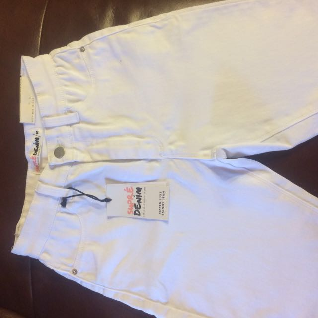 BNWT White Supre Jeans w/ knee rips