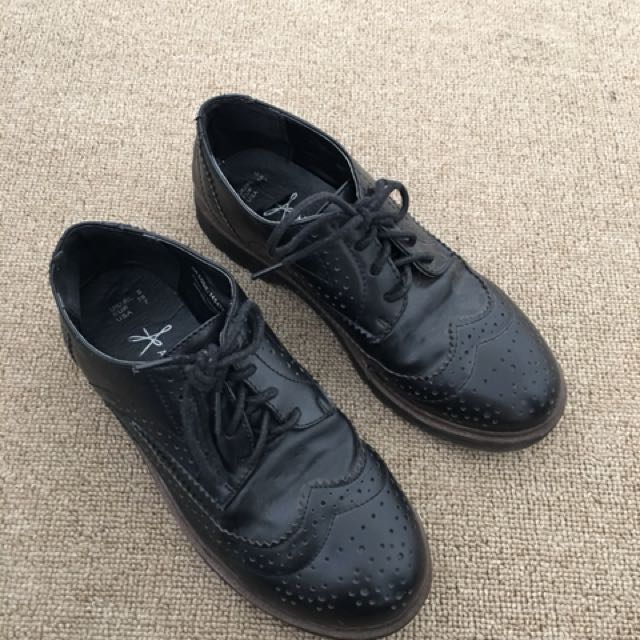 Brogue leather style shoes size 7US