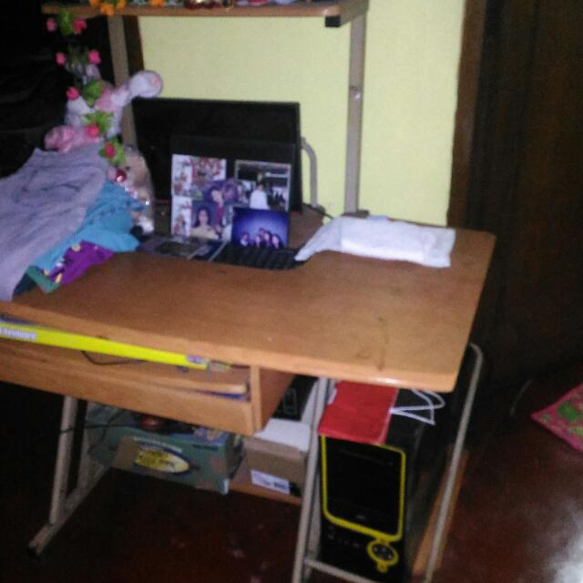 DESKTOP COMPUTER + TABLE