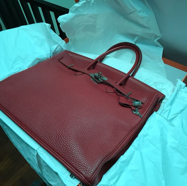 2c254e696af Fire Sale  authentic Hermes Birkin 40 M Stamp Red Togo. Excellent  condition!
