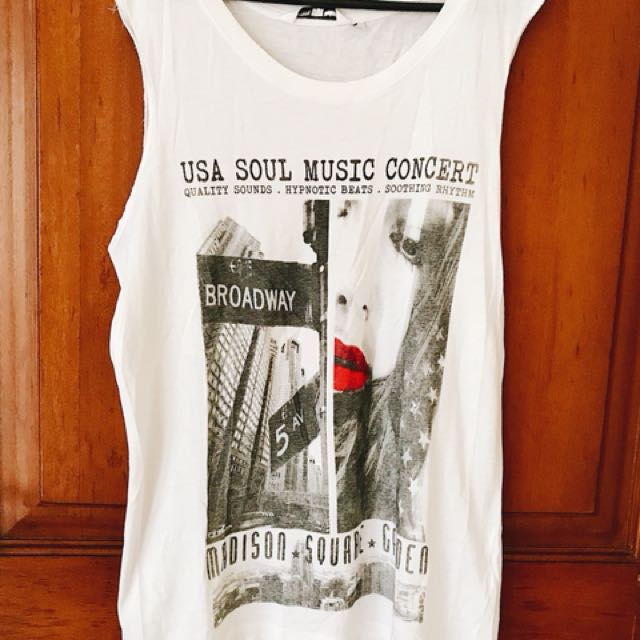 Graphic tee band sleeveless t-shirt