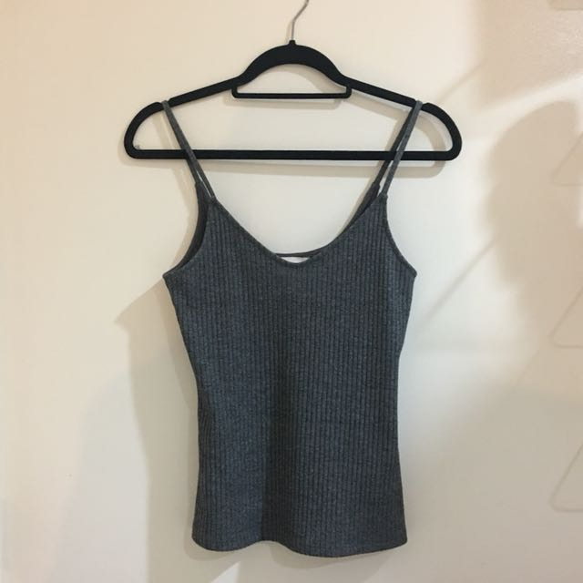H & M - FITTED SINGLET ; /