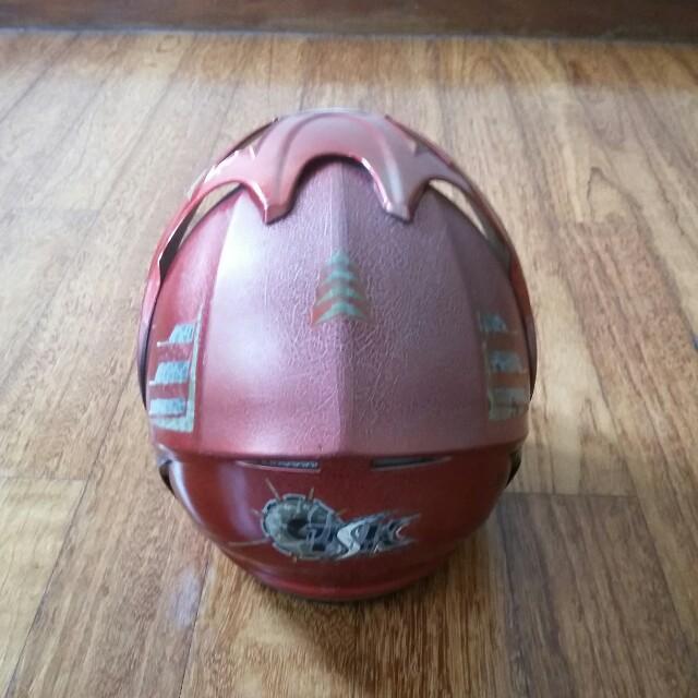 Helm Merah