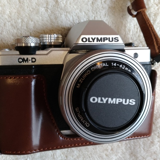 Olympus OMD EM10 mark II - lens kit 14-42mm - plus 2 baterai