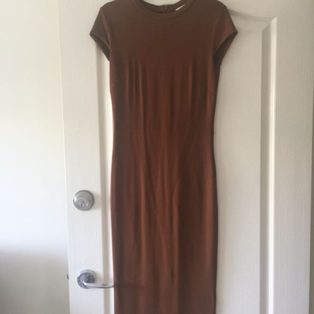Midi length very fitted HM dress. A few pulls in the neckline at back of dress. See photos. This dress is a body con fit and is a AU size 10, however it does fit size 8 very well.