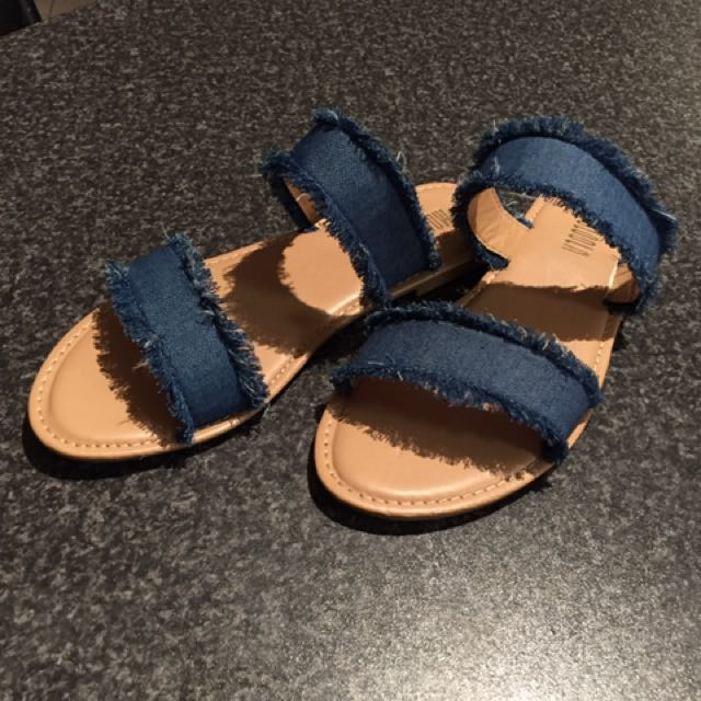 fe118a215b2a Mooloola sandals size 8
