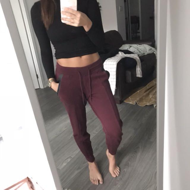 NIKE burgundy tech fleece jogger