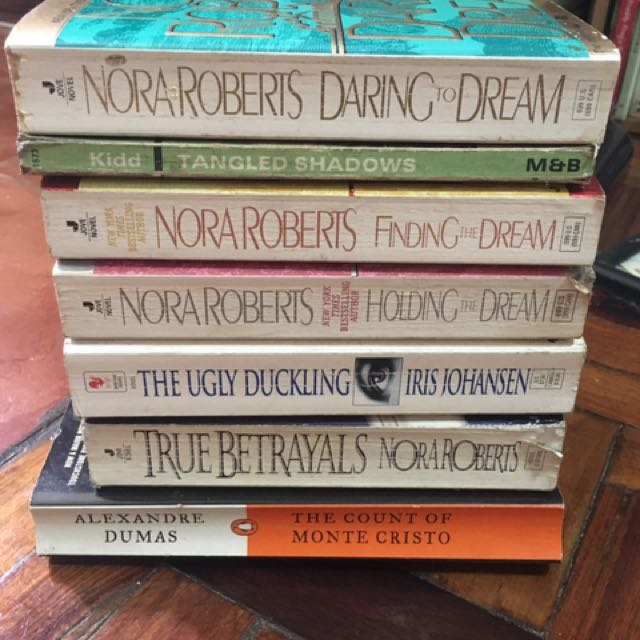 Nora Roberts and more books bundle