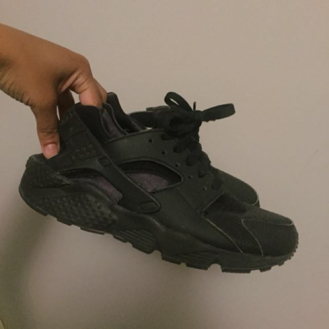 *PRICE DROP* All Black huaraches