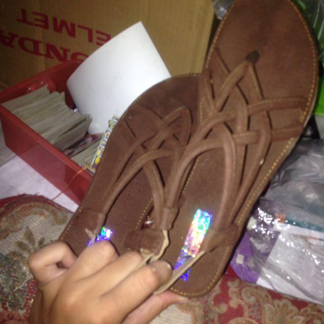 sandal cokelat bludru