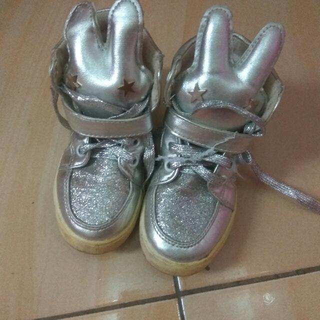 Sepatu silper