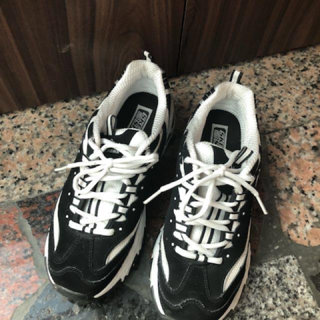 Skechers鞋子