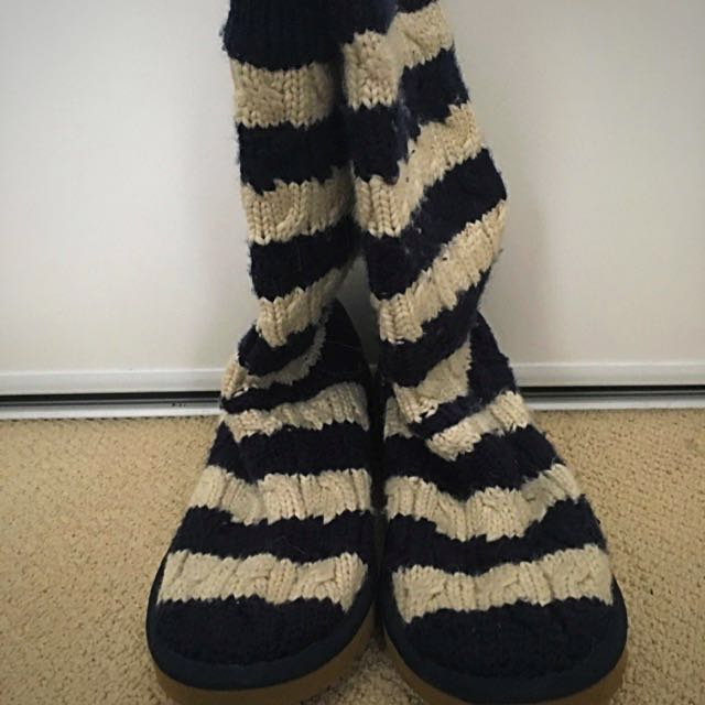 UGGS Navy Blue And White Knit
