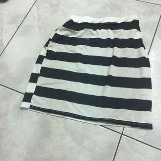 黑白條紋百搭氣質短裙