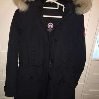 Canada Goose Jacket (Authentic) Size M CLR: Navy