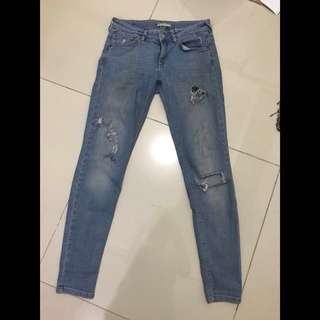 REPRICE Ripped Jeans Pull and Bear