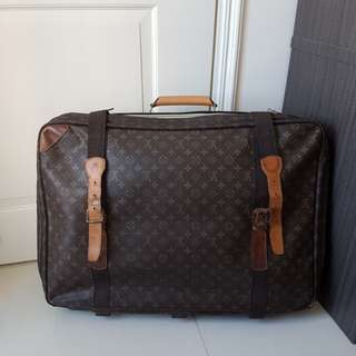 LOUIS VUTTION vintage suitcase luggage