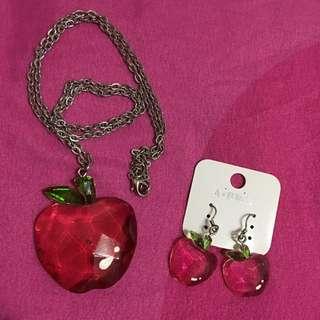 可愛蘋果🍎 項鍊➕耳環 🈴️購 💰160